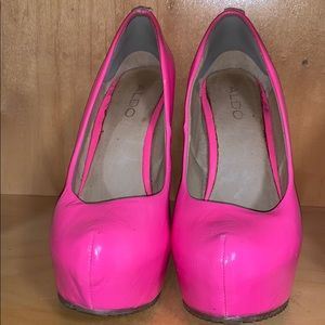 Aldo hot pink wedges